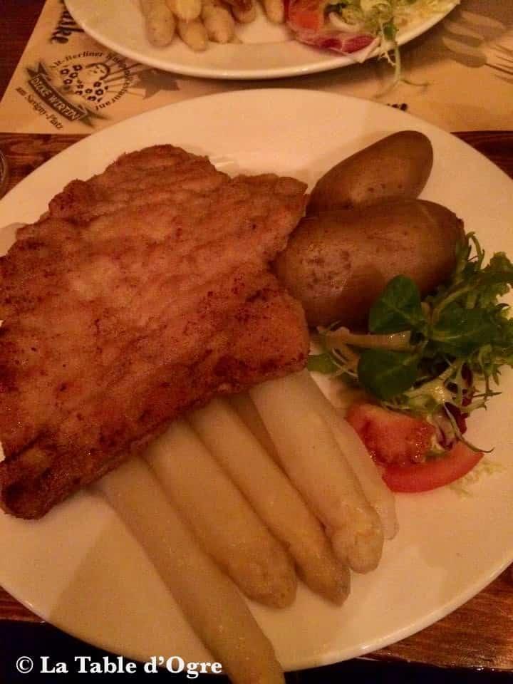 Dicke Wirtin WienerSchnitzel aux asperges