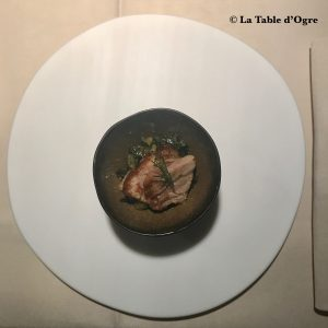 Emporio Armani Ristorante Amuse bouche Chicorée sauvage et ventrèche de thon