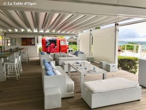 Beach Rouge Lux Belle Mare Table terrasse