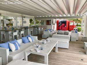 Beach Rouge Lux Belle Mare Tables terrasse et bar