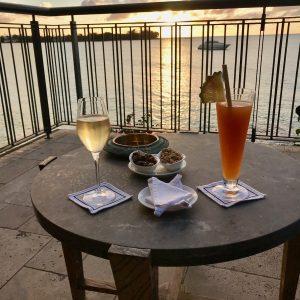 La Goélette Royal Palm Cocktail sur coucher de soleil