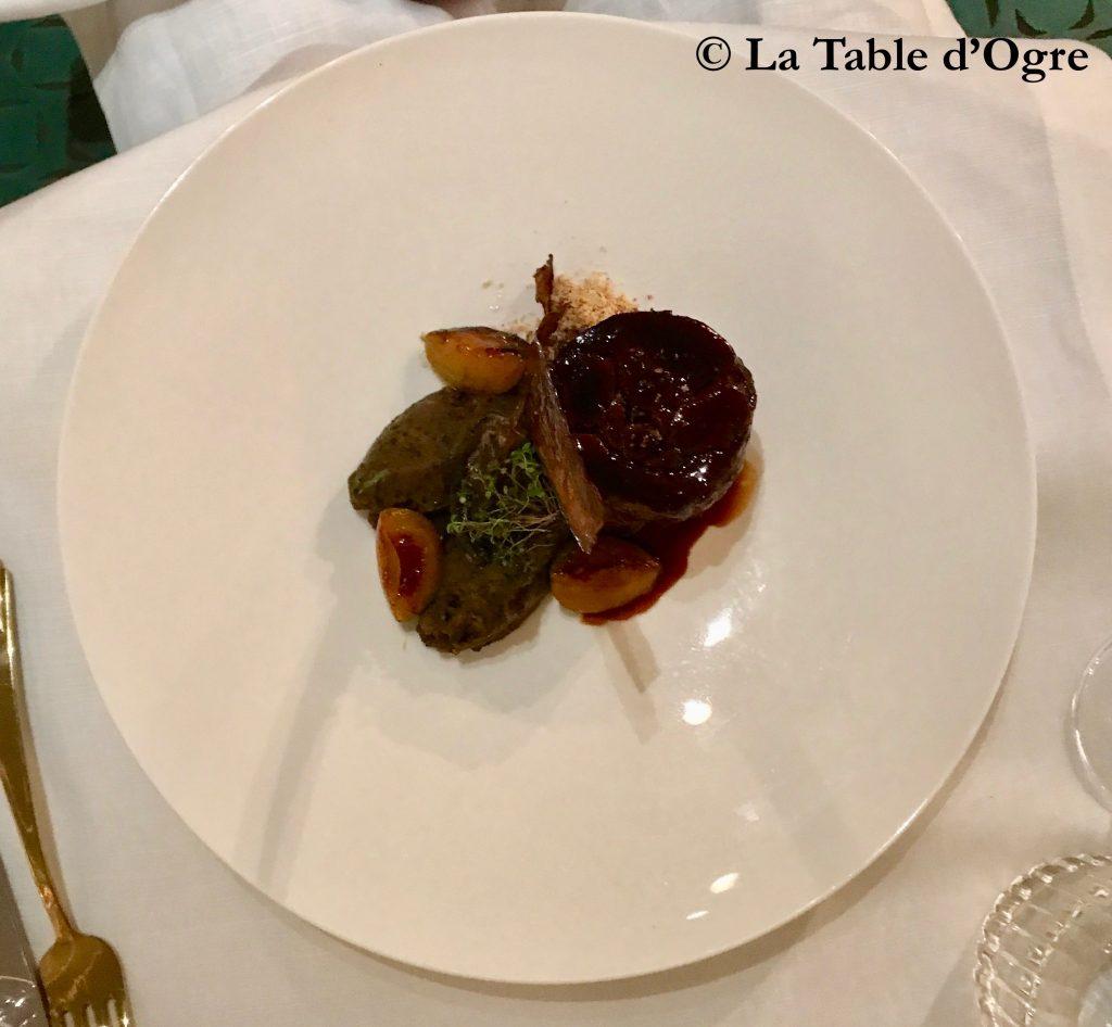 Le Collectionneur Epaule d'agneau confite, quenelle d'aubergines